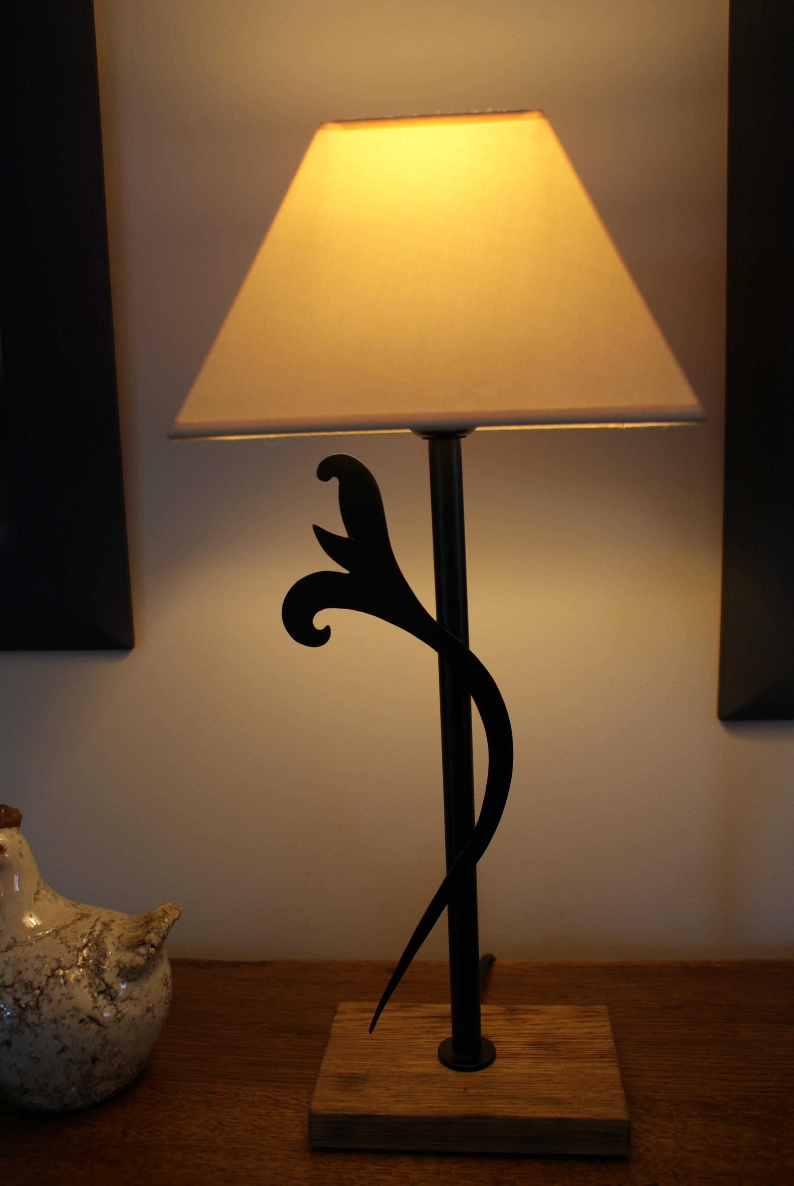 eclairage fabriqu partir de tuyaux d eau en cuivre. Black Bedroom Furniture Sets. Home Design Ideas